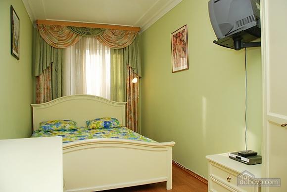 Современная квартира-студио в центре, 2х-комнатная (19532), 002