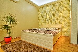 Near Druzhby Narodiv metro station, Studio, 003