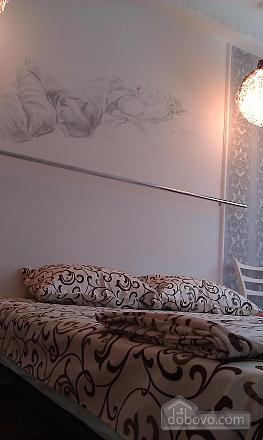 Big with designer's renovation, Un chambre (20258), 002