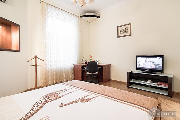 Кватира VIP-рівня в історичному центрі, 3-кімнатна (89388), 017