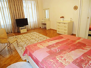 Near Dyuk Monument, One Bedroom, 003