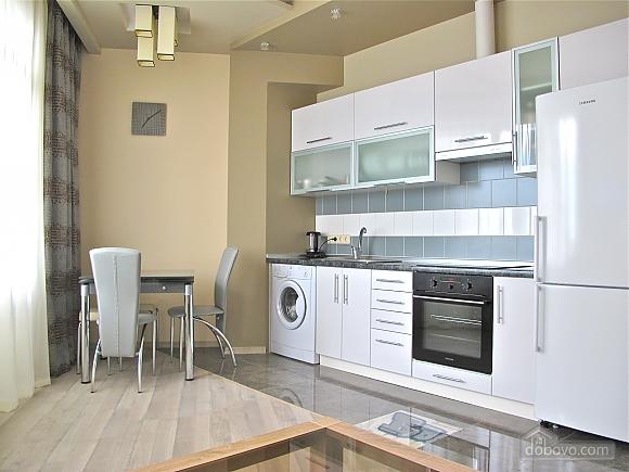 В элитном доме в центре Одессы, 2х-комнатная (27113), 001