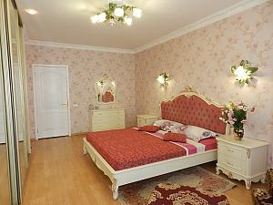 Квартира з каміном, 3-кімнатна, 002