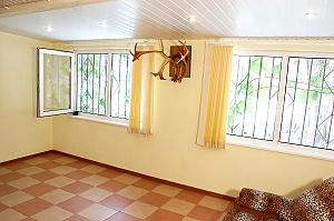 Otrada beach, Deux chambres, 003