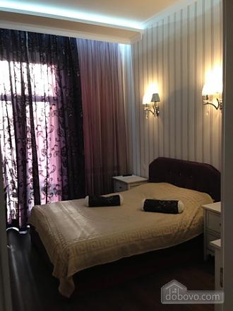 Opera Theatre, One Bedroom (52002), 001
