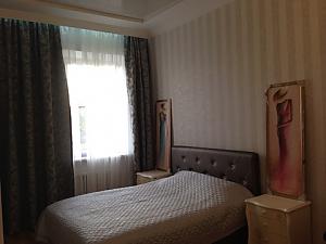 Opera Theatre, One Bedroom, 026