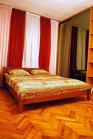 Квартира на Бессарабці, 2-кімнатна, 001