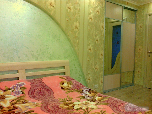 With designer's renovation, One Bedroom (77617), 007