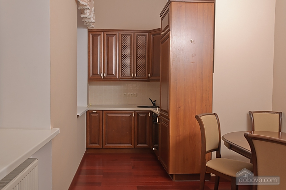 Classic spacious one-bedroom apartment with balcony and king-size bed, One Bedroom (79153), 006