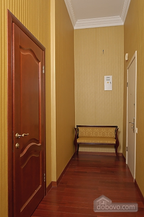 Classic spacious one-bedroom apartment with balcony and king-size bed, One Bedroom (79153), 011