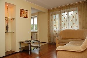 На бульварі Лесі Українки, 2-кімнатна, 001