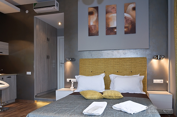 Top floor modern studio street view apartment with bath, Studio (80471), 003