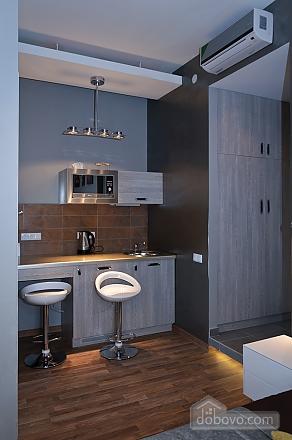 Top floor modern studio street view apartment with bath, Studio (80471), 006