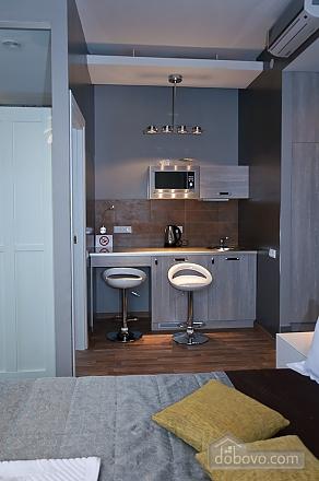 Top floor modern studio street view apartment with bath, Studio (80471), 007