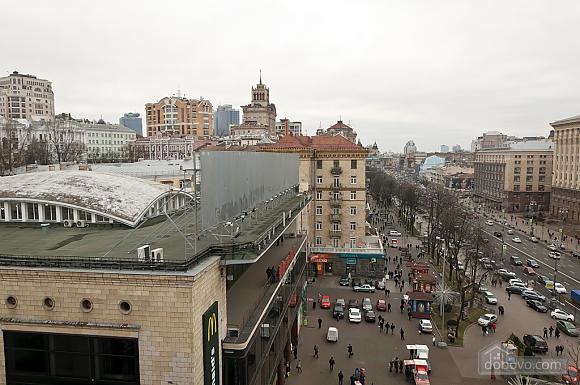 Top floor modern studio street view apartment with bath, Studio (80471), 010