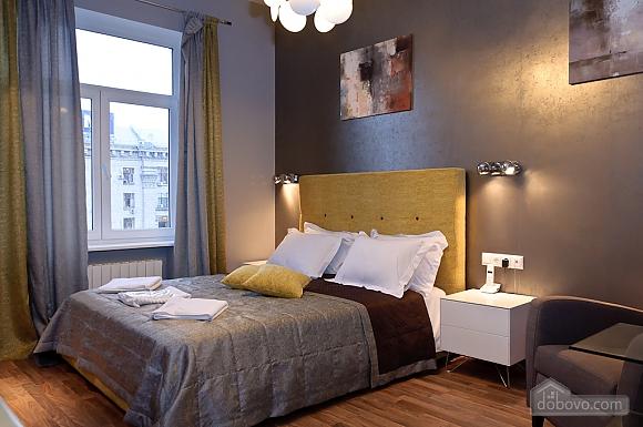 Top floor modern studio street view apartment with shower, Studio (12989), 001
