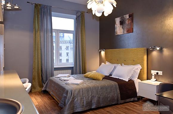 Top floor modern studio street view apartment with shower, Studio (12989), 003