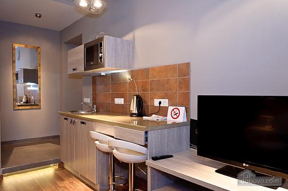 Top floor modern studio street view apartment with shower, Studio (12989), 005