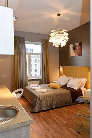 Современные апартаменты-студио на верхнем этаже с душем вид на улицу, 1-комнатная, 009