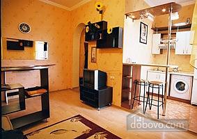 Квартира в историческом центре, 2х-комнатная (32848), 002