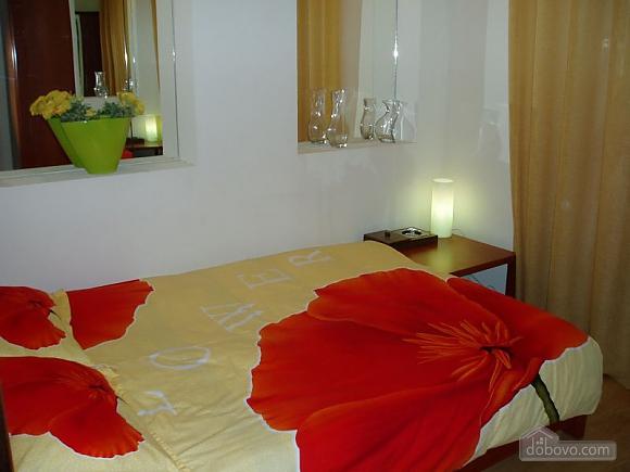 Near Zoloti Vorota, Two Bedroom (78672), 002