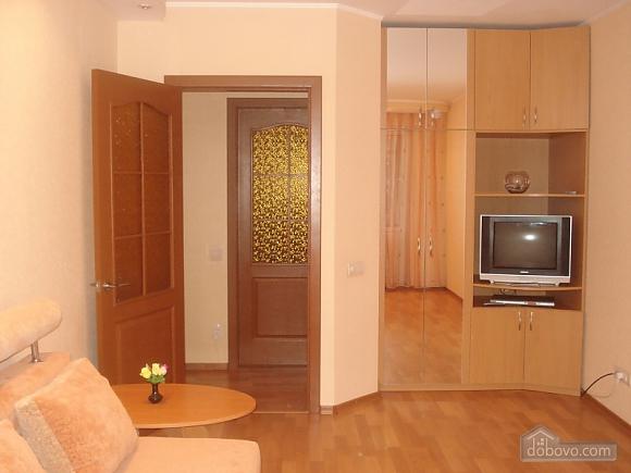 Уютная комфортабельная квартира с евроремонтом, 2х-комнатная (14748), 001