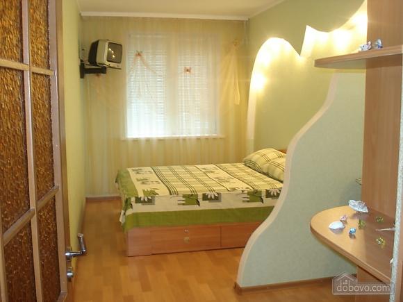 Уютная комфортабельная квартира с евроремонтом, 2х-комнатная (14748), 005