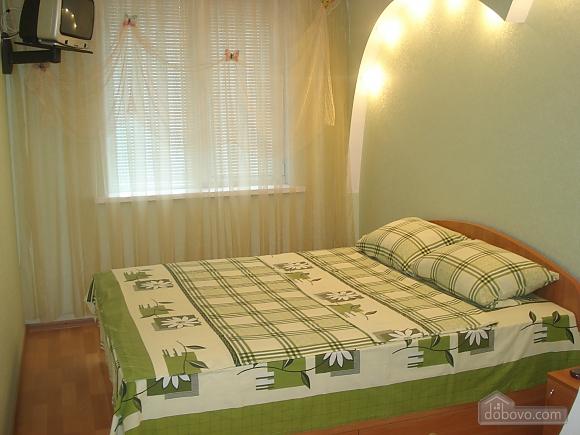 Уютная комфортабельная квартира с евроремонтом, 2х-комнатная (14748), 006