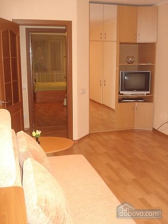 Уютная комфортабельная квартира с евроремонтом, 2х-комнатная (14748), 002