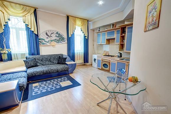 Yellow-blue, Un chambre (16858), 001