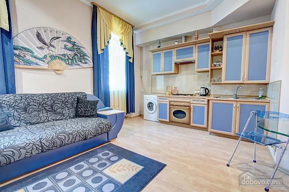 Yellow-blue, Un chambre (16858), 003