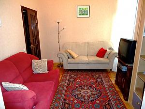 Затишна квартира в тихому центрі, 2-кімнатна, 001