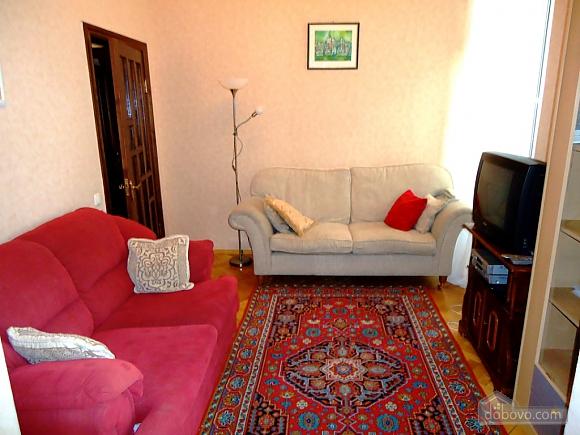 Затишна квартира в тихому центрі, 2-кімнатна (39901), 001