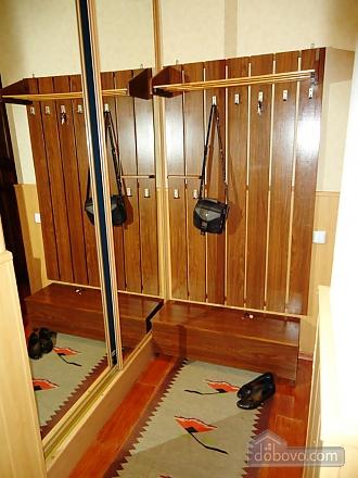 Затишна квартира в тихому центрі, 2-кімнатна (39901), 013