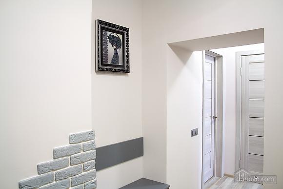 Luxury apartment near to Rynok square, Studio (17451), 020
