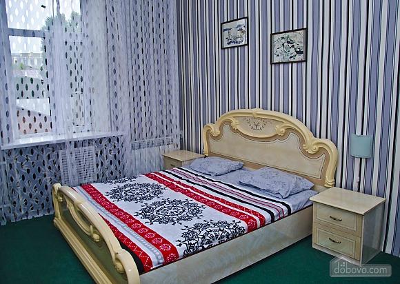 Квартира возле метро Советская, 2х-комнатная (62549), 001