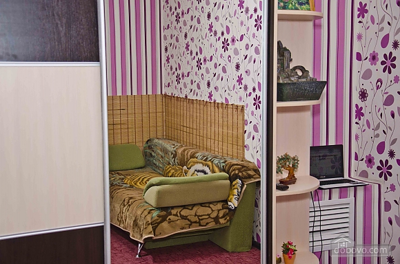 Квартира возле метро Советская, 2х-комнатная (62549), 002