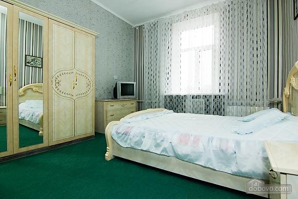 Квартира возле метро Советская, 2х-комнатная (62549), 005