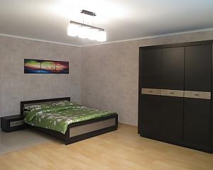 48 Shovkovychna, Studio, 005