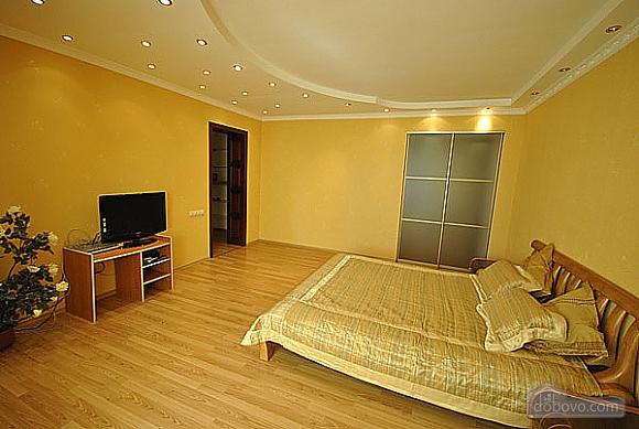 Просторная квартира в Аркадии, 2х-комнатная (66900), 001