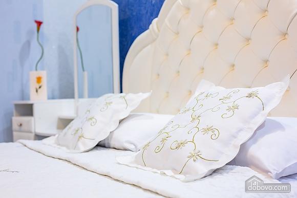 Центр, 2 двуспальных кровати, 2х-комнатная (22725), 002