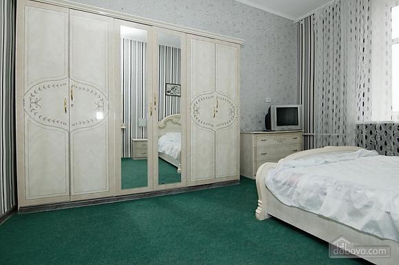 Near Radyanska metro station, One Bedroom (23252), 002