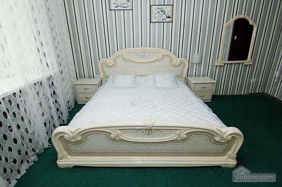 Near Radyanska metro station, One Bedroom (23252), 001