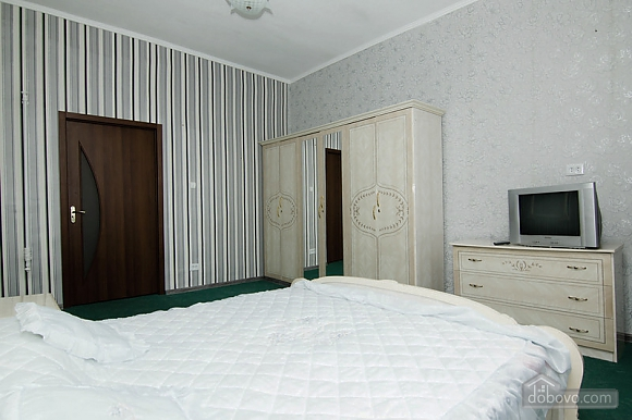 Near Radyanska metro station, One Bedroom (23252), 003