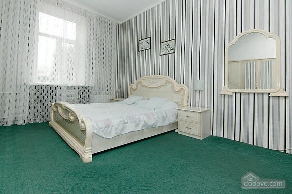 Near Radyanska metro station, One Bedroom (23252), 004