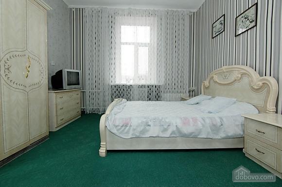 Near Radyanska metro station, One Bedroom (23252), 005