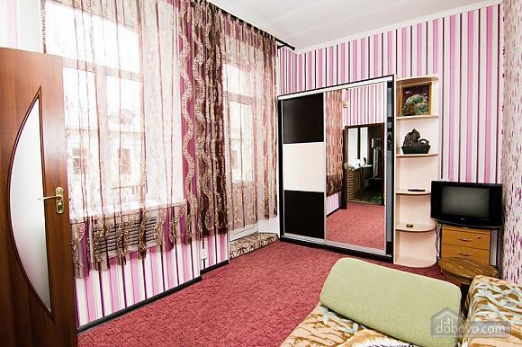 Near Radyanska metro station, One Bedroom (23252), 007