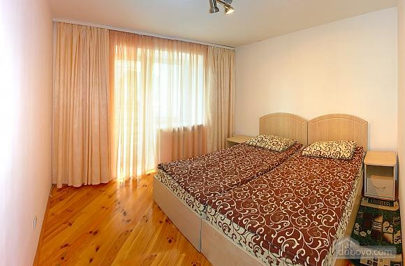 Квартира в Трускавце, 3х-комнатная (46955), 002