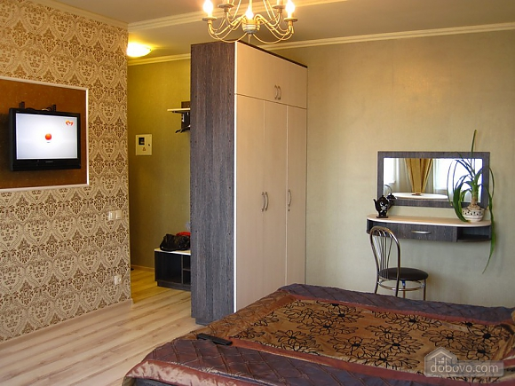 Designer's renovation, Studio (47482), 005