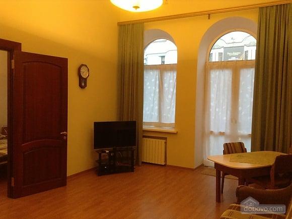 Простора квартира на Льва Толстого, 2-кімнатна (93371), 002